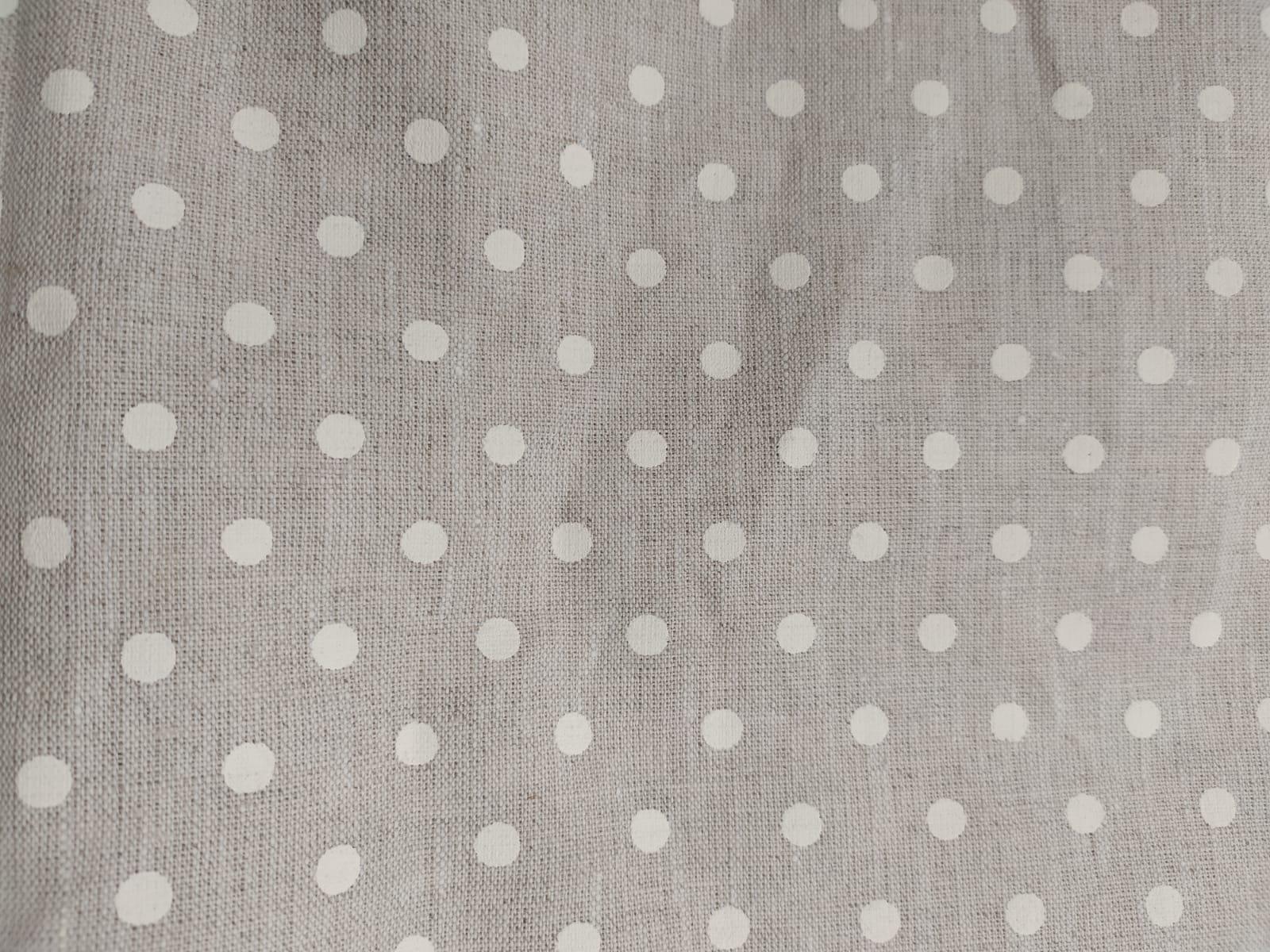 Lunares blanco con fondo lino
